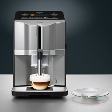 Siemens TI303503DE Kaffeevollautomat EQ.3 s300, Direktwahl über beleuchtete Sensorfelder, oneTouch Function, Keramikmahlwerk, 15 Bar, titansilber -